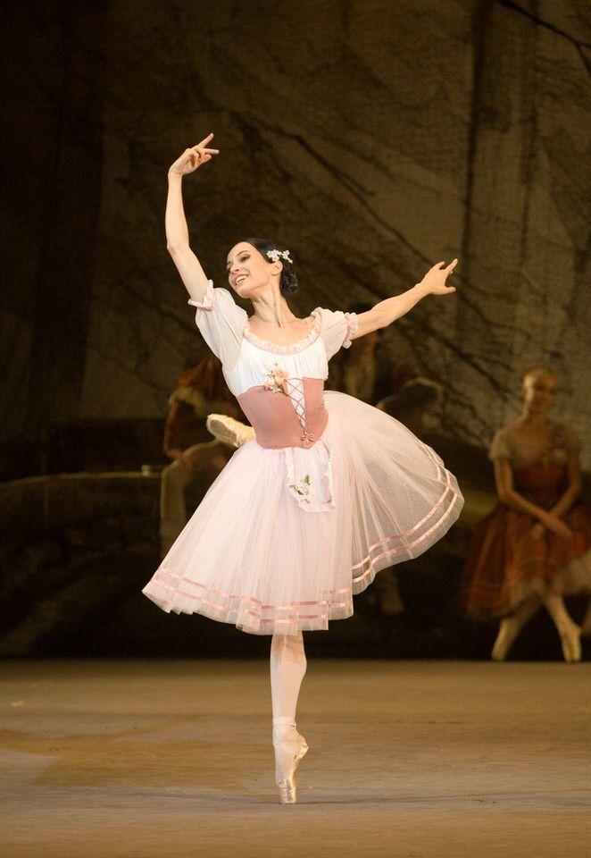Το θέατρο Μαριίνσκι παρουσιάζει το αριστούργημα του κλασικού μπαλέτου την Ζιζέλ στο Christmas Theater online