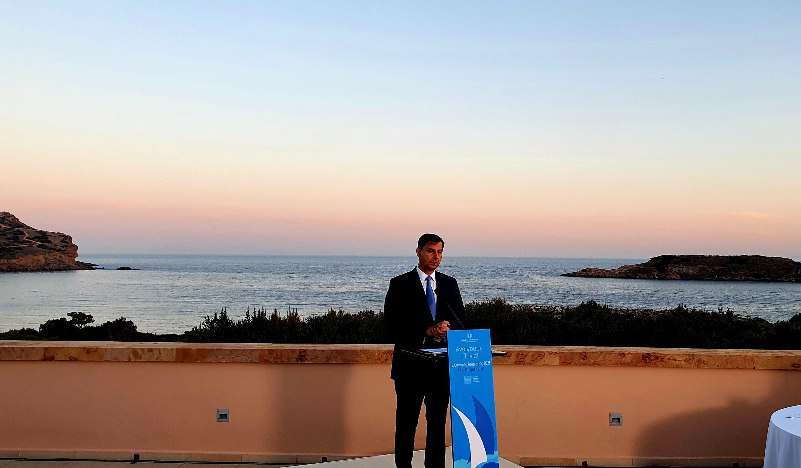 """Χάρης Θεοχάρης: """"Ανοίγουμε πανιά""""-Τα μέτρα για το άνοιγμα του τουρισμού"""