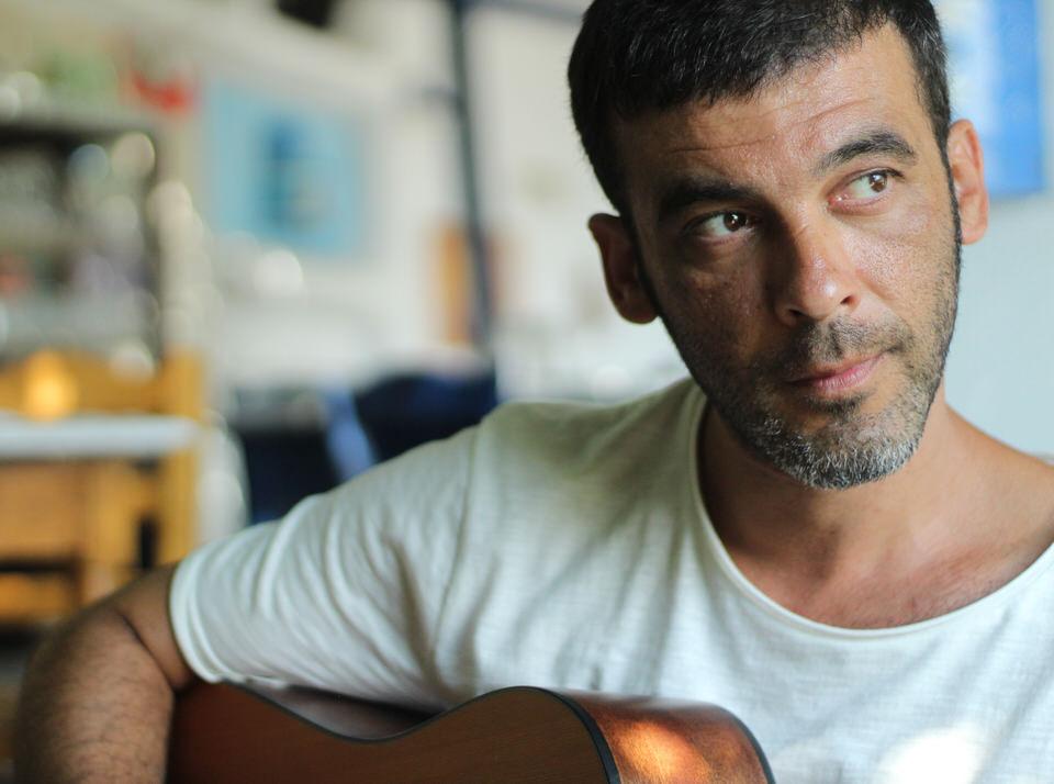Ένα τραγούδι για τη «Σχεδία» και τους ανθρώπους της σε ερμηνεία του Απόστολου Ρίζου και της Χρύσας Κωττάκης