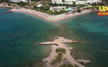 Ντούνη: Το νησάκι της Αττικής με τις αλλεπάλληλες δαντελένιες ακρογιαλιές που πας με τα πόδια