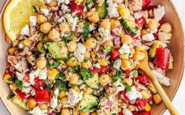 Συνταγή για καλοκαιρινή σαλάτα με ρεβίθια και λιαστές ντομάτες!