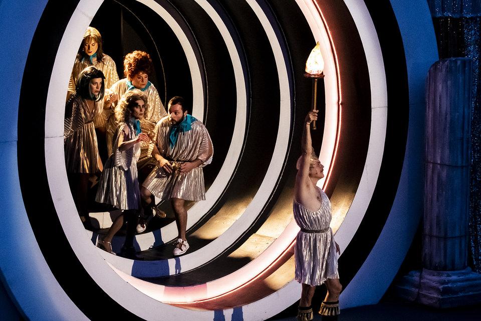 1821- H επιθεώρηση: Στο Βεάκειο Θέατρο κάθε Παρασκευή-Σάββατο-Κυριακή αλλά και σε άλλα ανοιχτά θέατρα των Αθηνών