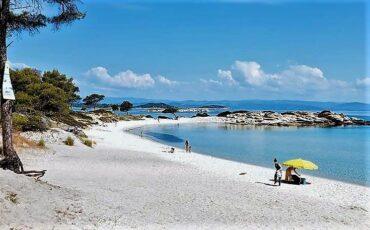 Καρύδι: Αυτή είναι η παραλία της Χαλκιδικής που πρέπει να επισκεφθείς μία φορά στη ζωή σου!