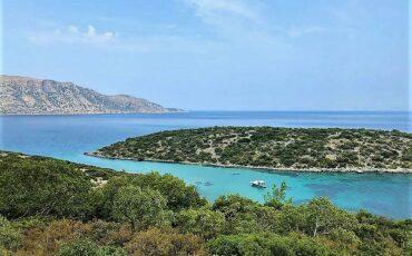 """Κασονήσι: Εδώ κρύβεται η μυστική """"γαλάζια λίμνη της Ελλάδας"""