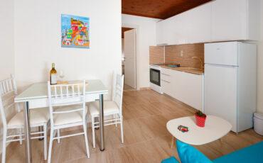 Lofos Apartments: Διαμονή στην Χαλκιδική σε πέντε ολοκαίνουργια και μοντέρνα διαμερίσματα