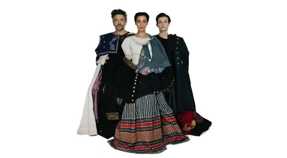 MANTΩ: la bella Greca: Mια παράσταση ..... Αντί στεφάνου για όσους ζήσαν τολμηροί- Πρεμιέρα στις 4 Ιουλίου