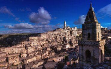 Ματέρα: Μία άγνωστη πόλη βγαλμένη από τον Μεσαίωνα με σπηλιές που κατοικούνται!