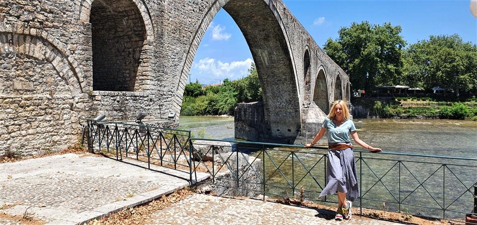 Το πέτρινο γεφύρι της Άρτας και ο θρύλος για τη θυσία της γυναίκας του πρωτομάστορα