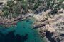 Κάτω Σούνιο: Οι κρυφές και ασφαλείς μοναχικές παραλίες που χωράνε μόνο δύο πετσέτες