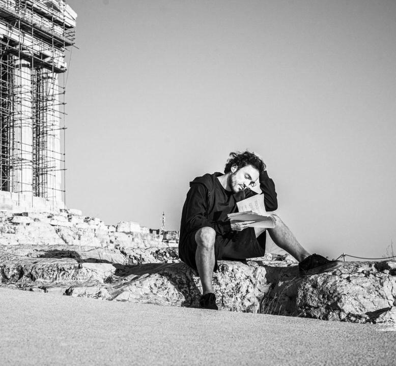 Στη Σκιά του Ομήρου με τον Δημήτρη Κουρούμπαλη στον Προϊστορικό Αρχαιολογικό Χώρο Σκάρκου– Ίος