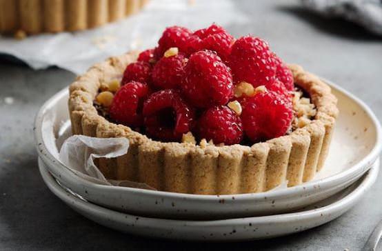 Συνταγή για ατομικά ταρτάκια με σοκολάτα και φρούτα
