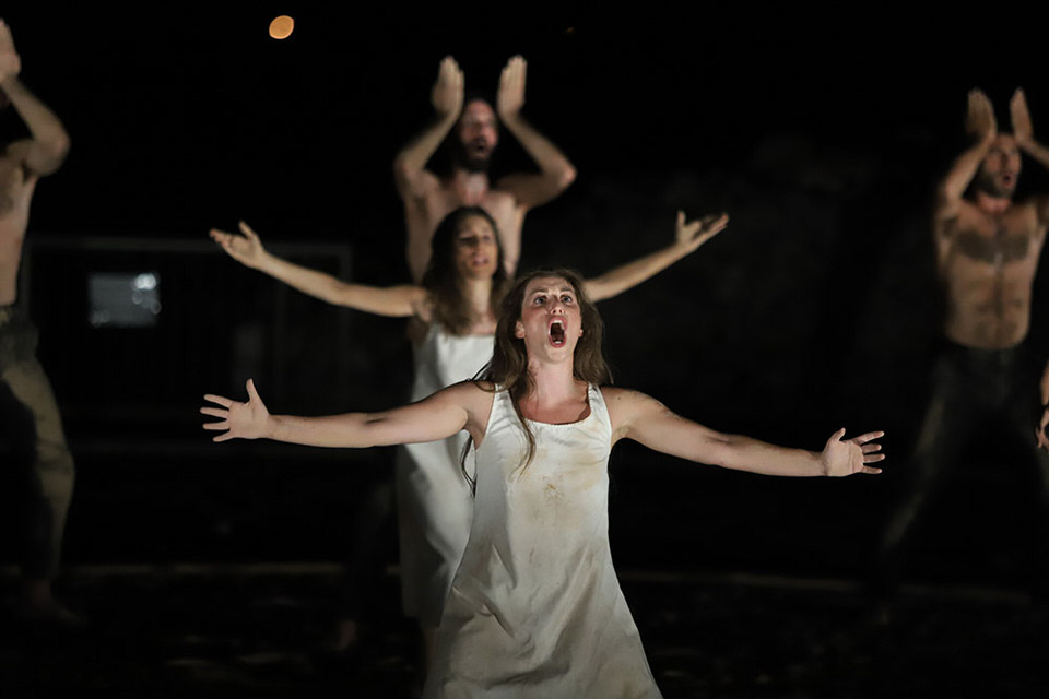 Αντιγόνη του Σοφοκλή σε σκηνοθεσία Σάββα Στρούμπου στο Ωδείο Νικόπολης στην Πρέβεζα