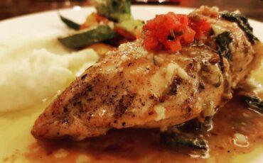 Συνταγή για γεμιστό κοτόπουλο με μοτσαρέλα και παρμεζάνα