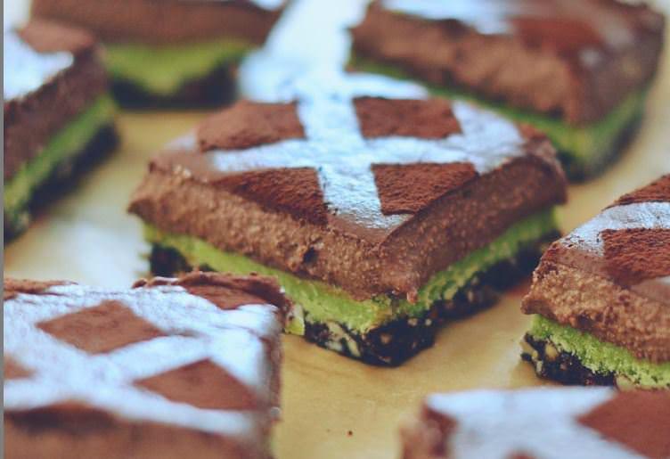 Συνταγή για σπιτικές μπάρες με σοκολάτα και μέντα
