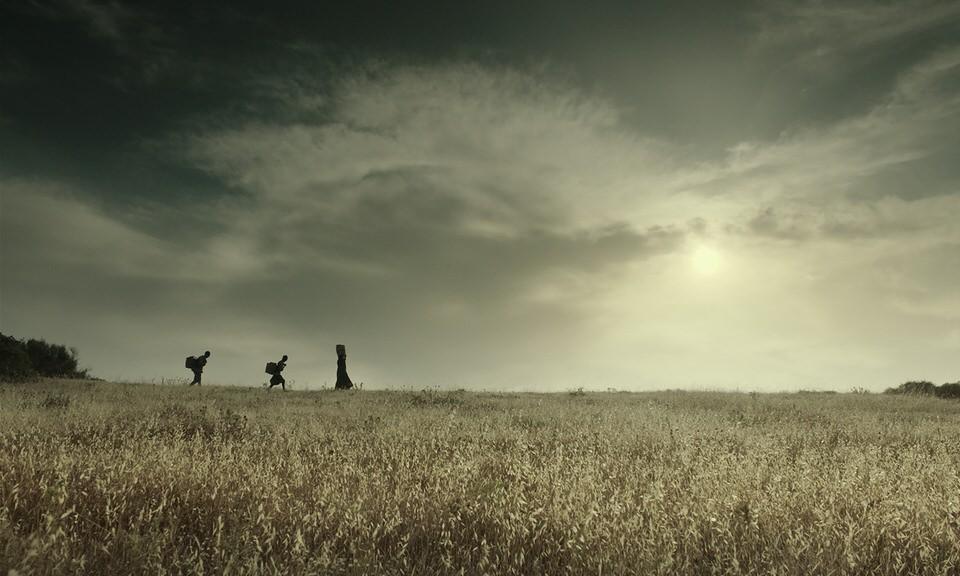 Πληροφορίες Προβολής: Τρίτη 24 Αυγούστου | 21:00 Βυζαντινό και Χριστιανικό Μουσείο | Λεωφ. Βασιλίσσης Σοφίας 22, Αθήνα Είσοδος ελεύθερη  * Μετά το τέλος της προβολής θα ακολουθήσει Q & A με τη σκηνοθέτιδα της ταινίας, Γελένα Πόποβιτς και τον συνθέτη, Ζμπίγκνιεφ Πράισνερ.     Ο ΑΝΘΡΩΠΟΣ ΤΟΥ ΘΕΟΥ (2021, 109')  Σενάριο-Σκηνοθεσία: Yelena Popovic Πρωταγωνιστούν: Αρης Σερβετάλης, Alexander Petrov, Mickey Rourke, Χρήστος Λούλης, Καρυοφυλλιά Καραμπέτη, Νικήτας Τσακίρογλου, Γιάννης Στάνκογλου, Τάνια Τρύπη, Μαρθίλια Σβάρνα, Ιερώνυμος Καλετσάνος, Γιάννης Αναστασάκης, Γεράσιμος Σκιαδαρέσης, Βασίλης Κουκαλάνι, Αλέξανδρος Μυλωνάς, Μιχάλης Μητρούσης, Μιχάλης Οικονόμου, Τόνια Σωτηροπούλου, Κορίνα Αννα Γκουγκούλη, Μάνος Γαβράς, Σαράντος Γεωγλερής, Παναγιώτης Μαρίνος Μουσική: Zbigniew Preisner Διεύθυνση Φωτογραφίας: Παναγιώτης Βασιλάκης Μοντάζ: Λάμπης Χαραλαμπίδης Κοστούμια: Εύα Νάθενα Παραγωγή: Simeon Entertainment, View Master Films Παραγωγή – σε συνεργασία με: Ιερά Μεγίστη Μονή Βατοπαιδίου, Ινστιτούτο Αγιος Μάξιμος o Γραικός, Eurogroup Ltd  Mε την υποστήριξη των: Ιερά Μητρόπολη Μεσογαίας και Λαυρεωτικής, Deep Dream, Ingenuity-FO, NP Ασφαλιστική, Ασφάλειαι Μινέττα, ΕΚΟΜΕ (Εθνικό Κέντρο Οπτικοακουστικών Μέσων και Επικοινωνίας), ΕΚΚ (Ελληνικό Κέντρο Κινηματογράφου).    *ΣΗΜΑΝΤΙΚΕΣ ΟΔΗΓΙΕΣ για την προσέλευση του κοινού στην προβολή*   Προκειμένου να διασφαλιστεί η προστασία της δημόσιας υγείας και η ομαλή ροή των θεατών μας στην προβολή, σας ενημερώνουμε ότι:  • Η είσοδος στον χώρο προβολής θα πραγματοποιείται μόνο με ονομαστικά ΔΕΛΤΙΑ ΕΙΣΟΔΟΥ, τα οποία οι θεατές θα μπορούν να προμηθευτούν ΔΩΡΕΑΝ με ηλεκτρονική προκράτηση, η οποία θα ανοίξει την Παρασκευή, 20 Αυγούστου στις 12 το μεσημέρι στο aoaff.gr.  • Κάθε θεατής θα δικαιούται ΜΟΝΟ ΕΝΑ δελτίο εισόδου, οπότε παρακαλούμε θερμά να φροντίσετε  έρθετε εγκαίρως μαζί με τους/τις συνοδούς σας σε περίπτωση που επιθυμείτε να καθίσετε κοντά.  •  Θα τηρούνται αυστηρά οι αναγκαίες αποστάσεις μεταξύ των θεατών.