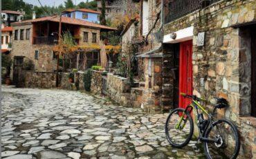 Παρθενώνας: Ταξίδι στο καταπράσινο χωριό της Χαλκιδικής