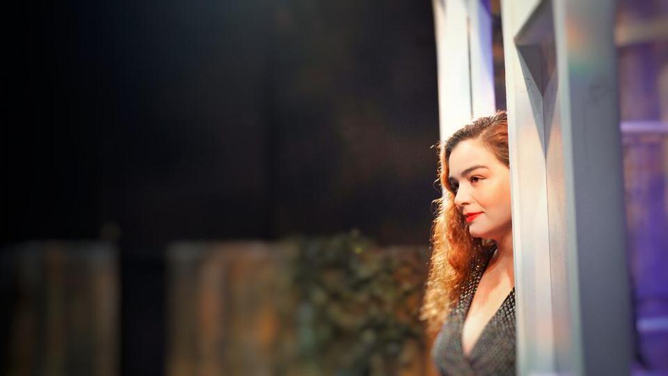 «Θηλιά»: Το ψυχολογικό θρίλερ του Πάτρικ Χάμιλτον συνεχίζεται ως τις 19 Σεπτεμβρίου στο Θέατρο Αθηνά