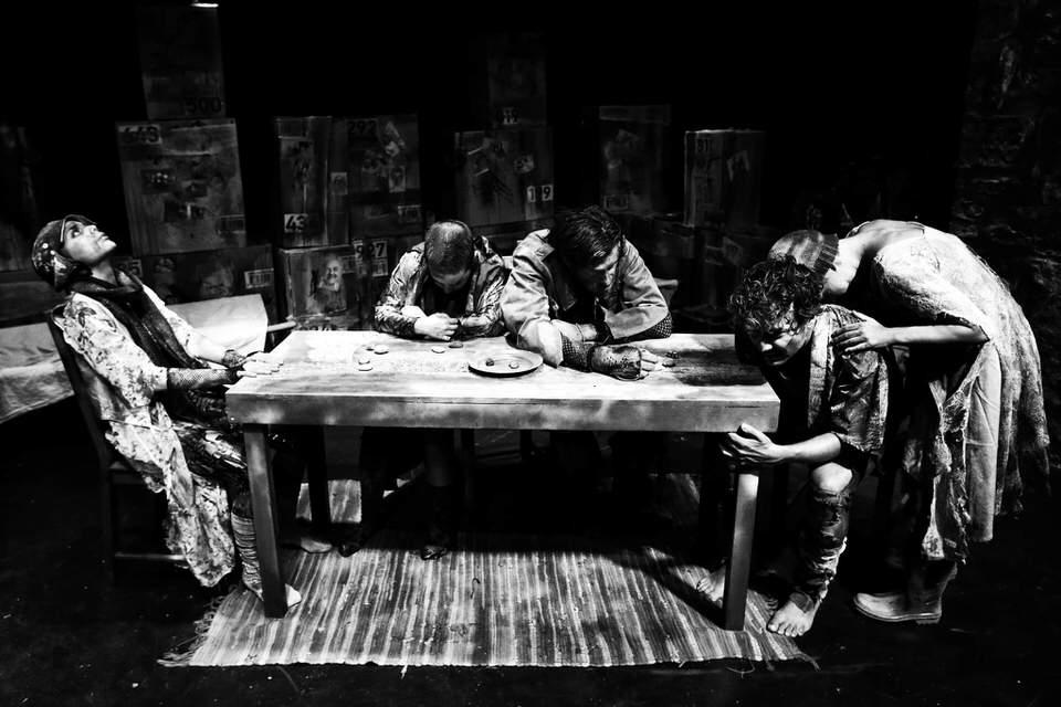ΕΜΠΟΡΙΟ: Μη μένεις αμέτοχος σε μια άρρωστη πόλη-Έρχεται στο Θέατρο RADAR στις 13 Οκτωβρίου