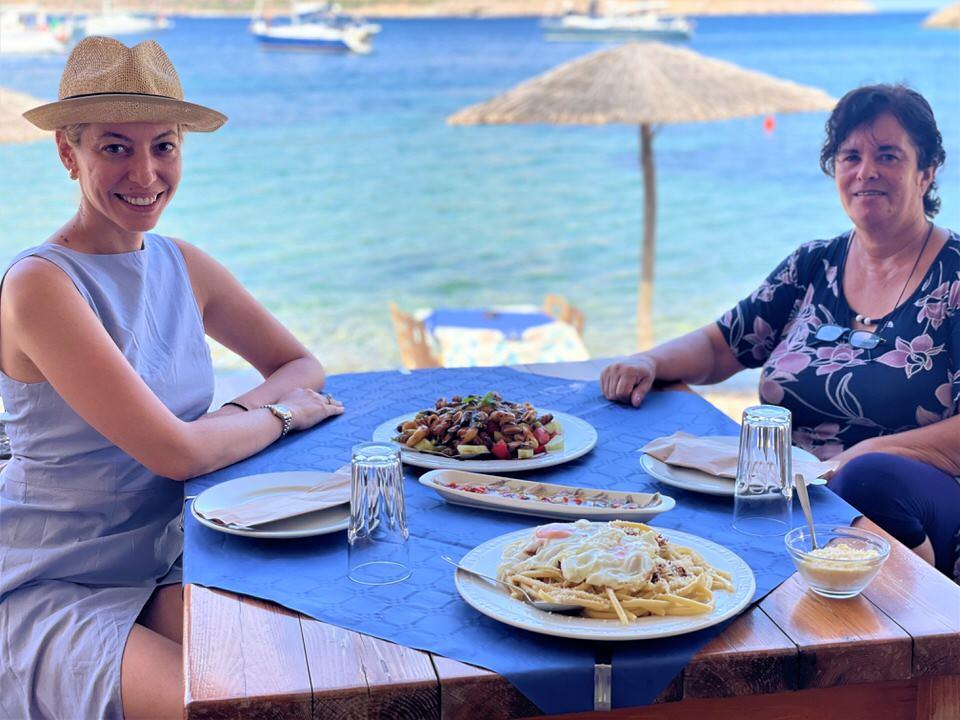 Το travelgirl.gr σου προτείνει 2+1 εστιατόρια στη Μάνη για να απολαύσεις εξαιρετικό φαγητό!