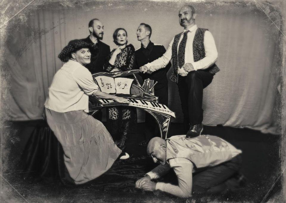 """""""Ο mπάτλερ"""" από τη θεατρική ομάδα Splish-Splash στο Χυτήριο από 1η Οκτωβρίου"""