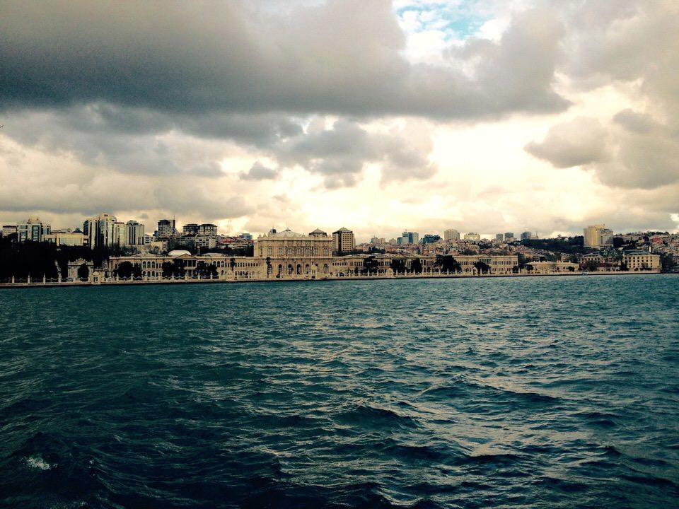 """what the camera saw"": Το Δημοτικό Θέατρο Πειραιά φιλοξενεί φωτογραφική έκθεση της συνθέτριας Ευανθίας Ρεμπούτσικα"
