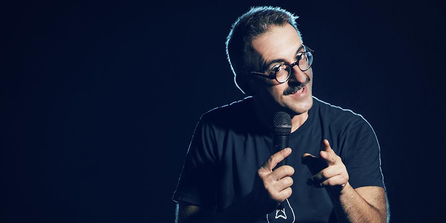 """""""Θα πέσουν οι μάσκες"""": Stand up comedy του Γιώργου Ριζόπουλου στο Θέατρο Χυτήριο"""