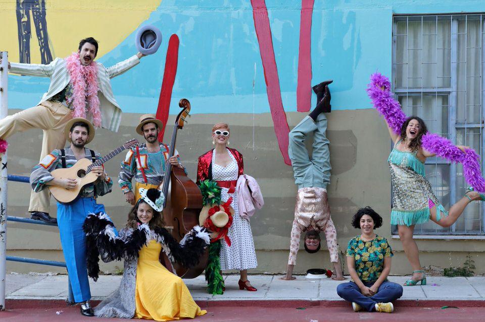 «O θίασος Velatοura στην πλατεία»: Η νέα παραγωγή της ομάδας μουσικού θεάτρου oper(o)