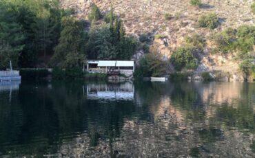 Λίμνη Ζαρού: Καθρεφτίζεται στα νερά της ο Ψηλορείτης